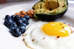 Paleo diet plan - eggs and fruit