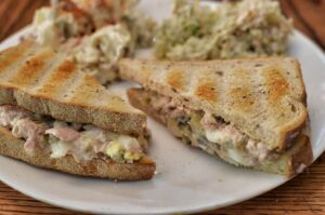 1200 calorie pescetarian meal plan - tuna sandwich